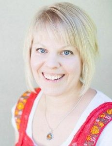 KYF #053: Essential Survival with Julie Behling-Hovdal |Meet Julie from Essential Survival. Julie has an incredible story of getting off prescription medicines and healing from chronic disease using essential oils and other holistic healing methods. | KnowYourFoodPodcast.com/53