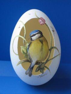 Carved Eggs, Art Carved, Egg Crafts, Easter Crafts, Egg Shell Art, Easter Egg Pattern, Decorative Gourds, Easter Egg Designs, Hand Painted Wine Glasses