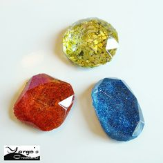 Beautiful German Glass Glitters and Resin!     http://www.meyer-imports.com/    open the facebook link of the image for other photos and tests!  #Yargocreations #Glitter #Bijoux #polymerclay #Premo #handmade #sculpeyprojects