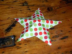 Easy. Recycled Cereal Box Star Tutorial hang diff sizes round tree from fish string or tinsel