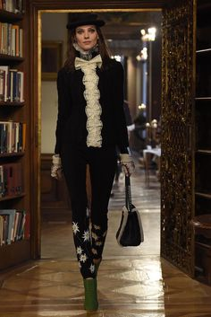 From Chanel Pre-Fall 2015, Karl Lagerfeld's Austrian-inspired collection. Love everything about this outfit!!! 10/10 would wear. Edelweiss + lace	für immer