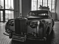 Rolls-Royce Silver Cloud 1 (1956) at the Legendy Motor Show 2018 in Prague  #prague #travel #afternoon #holesovice #legendy2018 #motor #show #car #exhibition #rollsroyce #silvercloud #oldcar #blackandwhite #blackandwhitephotography #bnwphotography #interior #galaxys6