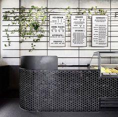 Mooie toonbanken Restaurant Design, Restaurant Counter, Cafe Counter, Modern Restaurant, Cafe Restaurant, Marina Restaurant, Commercial Interior Design, Shop Interior Design, Cafe Design