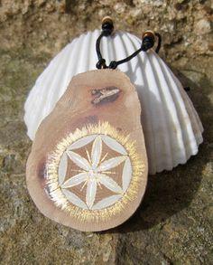 Pendentif de Guérison bois, platane avec perles en bois #5 - graine de vie Fleur de Vie