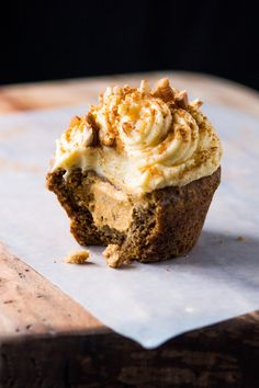 Got PSL fever? These gluten free and keto pumpkin spice latte muffins (or cupcakes!) are deliciously moist, totally aromatic and got a killer crumb! Pumpkin Cheesecake Muffins, Pumpkin Spice Muffins, Keto Cheesecake, Pumpkin Spice Latte, Raspberry Cheesecake, Pumpkin Bread, Keto Cupcakes, Keto Cake, Keto Muffin Recipe