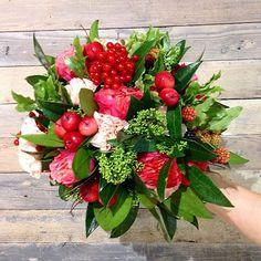 Сегодня у нас вот такое яркое,ягодное настроение.Провожаем сентябрь вместе с букетом от Jolly Bunch.  3500 ₽ (+доставка)  Ну и как обычно - 10% утренняя скидка первому успевшему Звоните  8 495 989-18-35 или приезжайте на Спартаковскую,3/2 #morning #gm #flowers #flowerstagram #цветы #цветымосква #цветысдоставкой #букет #love #tweegram #amazing #smile #instalike#instadaily #instafollow #followme #girl #iphoneonly #instagood #bestoftheday #instacool #instago #follow #webstagram #colorful…