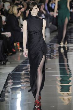 Valentino Fall 2009 Ready-to-Wear Fashion Show - Iris Strubegger