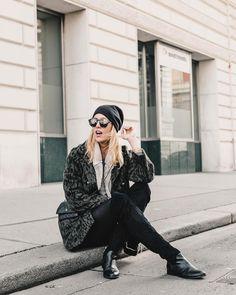 Fashion-LOVE  🖤• (@mithandkuss) •  #mitHandkuss #Vienna #Ootd #OufitInspo #Outfit #Fashion #StreetStyle #Vienna #FashionLove #City #Austria #Blogger #MomBlogger #MomBlog #MamaBlog Top Blogs, Vienna, 10 Years, Austria, Challenges, Ootd, Street Style, Womens Fashion, Outfits