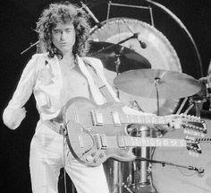 Flaunt that guitar, Jimmy!
