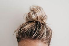 Curly Hair Styles, Medium Hair Styles, Messy Bun For Short Hair, Easy Messy Bun, Easy Top Knot, Topknot Tutorial, Hair Knot Tutorial, Messy Bun Hairstyles, Wedding Hairstyles