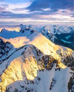 Light hitting the peaks of the Southern Alps   Pic: @rachstewartnz  _________________________________  #southernalps #sun #autumn #nz #travel #newzealand #kiwi #instatravel #travelgram #landscape #nature #northisland #southisland #aotearoa #scenery #sceneryporn #beautiful #breathtaking #ourplanetdaily #neverstopexploring #lonelyplanet #splendid_earth #tourtheplanet #beautifuldestinations #igbest_shotz #naturelovers #roamtheplanet #worldshotz #wanderlust #openmyworld