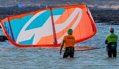 The Kite Fuerteventura mayor area for practicing Kitesurf is the North shore of the Island, in Lineup Procenter, you will find Kite courses and rentals