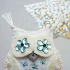 felt owl brooch - filcová brož sovička   MyLittleFeltArt - Fler.cz Cuff Bracelets, Owl, Brooch, Jewelry, Fashion, Moda, Jewlery, Jewerly, Fashion Styles