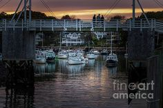 There have been so many times that I just wanted to walk around Ogunquit and explore her little nooks and crannies. Well...I finally had my chance in October of 2019. It was a glorious autumn day that turned into a glorious autumn evening. The boats were still in the water creating this quintessential Maine image. If you haven't been to Perkins Cove in Ogunquit Maine, please visit. Eat lunch or dinner at Foot Bridge Lobster. It has the BEST lobster roll. It is a counter service…