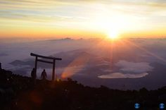 富士山から見る日の出 sunrise seen from Mount Fuji