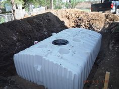 Underground polyethylene cistern to store rainwater out of sight Water Collection System, Rain Collection, Rainwater Harvesting System, Water From Air, Water Scarcity, Water Solutions, Rain Barrel, Water Resources, Water Storage