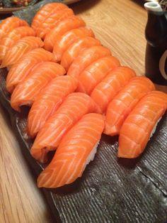 Sushi Planet (With images) Planet Sushi, Sushi Recipes, Healthy Recipes, Nigiri Sushi, Sushi Salad, Sushi Food, Sushi Platter, Salmon Sashimi, Food Goals