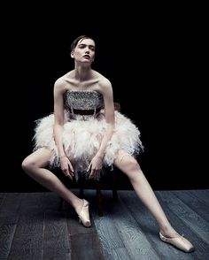 fabarmybeauty:  #VogueFilm I had the craziest dream last night. I was dancing the white swan.  Black Swan @angelica_cheung    #黑暗舞者 我昨晚做了一个疯狂的梦梦见我是白天鹅黑天鹅    Photographer: Patrick Demarchelier (@patrickdemarchelier)   Stylist: Daniela Paudice (@danielapaudice)   Model: Ruth Bell (@ruthnotmay)