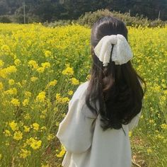Find images and videos about girl, aesthetic and flowers on We Heart It - the app to get lost in what you love. Scarf Hairstyles, Cute Hairstyles, Aesthetic Hair, Nature Aesthetic, Jolie Photo, Ulzzang Girl, Ulzzang Korea, Korean Ulzzang, Aesthetic Pictures