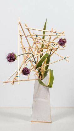 Branch Decor, Japanese Flowers, Construction Design, Ikebana, Wabi Sabi, Garden Landscaping, Flower Art, Creative Design, Floral Arrangements