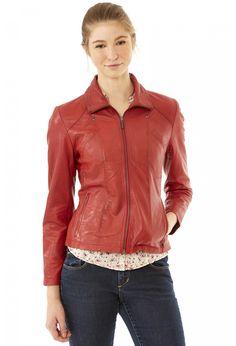 Veste en cuir, Lisa  Veste cuir femme VERAZZANO. Cette veste en cuir possède des détails tout en finesse. On observe deux poches poitrine passepoilées, deux poches zippées sur les hanches, des cout... prix : 249,90 €  chez Cuiropolis #Cuiropolis