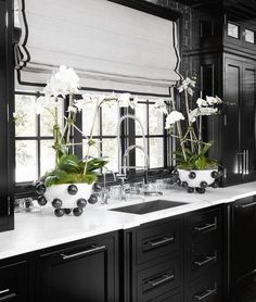 40 fabulous kitchen design ideas with dark cabinets 2019 15 Black Kitchens, Home Kitchens, Dream Kitchens, Black And White Interior, Black White, Victorian Kitchen, Dark Cabinets, White Home Decor, White Houses