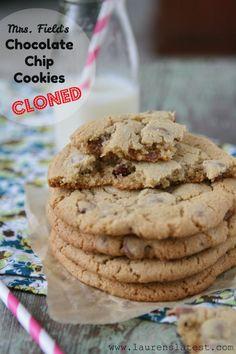 Mrs.Field's Chocolate Chip Cookie Recipe {clone!}