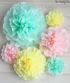 After I posted our gender reveal party, many of you wanted a tutorial on how I made the tissue paper pom-poms. Well, today& your lucky day-- it& tissue paper pom-pom making time, people. Tissue Paper Crafts, Tissue Paper Flowers, Paper Crafts For Kids, Paper Poms, Baby Shower Centerpieces, Baby Shower Decorations, Diy Centerpieces, Room Decorations, Graduation Decorations