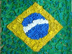 Bandeira do Brasil confeccionada com letras de papelão. 7ª e 8ª série, 2012. Profª Fernanda Caberlon