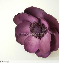Deep dark anemone in sugar.by Jacqueline Butler of Petalsweet. Love this deep purple color! Fondant Flower Cake, Fondant Rose, Fondant Baby, Fondant Cakes, Cake Decorating Techniques, Cake Decorating Tutorials, Clay Flowers, Paper Flowers, Sugar Paste Flowers