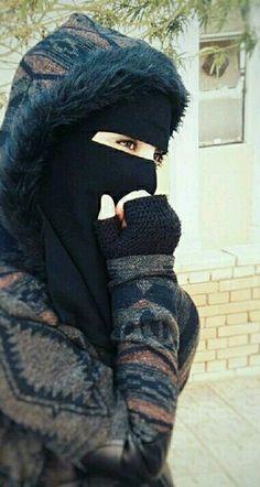 Fashion Winter Hijab Dresses Ideas For 2019 Arab Girls Hijab, Muslim Girls, Beautiful Muslim Women, Beautiful Hijab, Beautiful Eyes, Niqab Fashion, Modern Hijab Fashion, Hijabi Girl, Girl Hijab