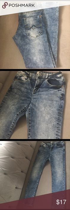 Zara skinny jeans These are a trendy pair of Zara skinny jeans. Zara Bottoms Jeans