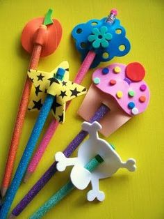 23 DIY Pencil Toppers for Kids - Back to school Crafts - Kids Art & Craft Kids Crafts, Diy And Crafts, Arts And Crafts, Foam Sheet Crafts, Foam Crafts, Craft Foam, Crafts With Foam Sheets, Pencil Topper Crafts, Pen Toppers