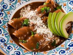 Receta de Enfrijoladas con Nopalitos | Exquisita versión de las tradicionales enfrijoladas mexicanas. Opción perfecta para la gente que cuida su salud y no quiere comer carne. ¡Son nutritivas y deliciosas!