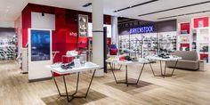 Con il chip #LED BEST COLOUR di Canilo si illuminano perfettamente le scarpe nel negozio SHOE CITYa Berlino http://ow.ly/F6tm30bEXsn #fashion Oktalite - Referenze - fashion