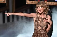 "Pin for Later: Taylor Swift's Auftritt bei den American Music Awards war etwas . . . beängstigend?! ""Hey, Du! Harry Styles!"""