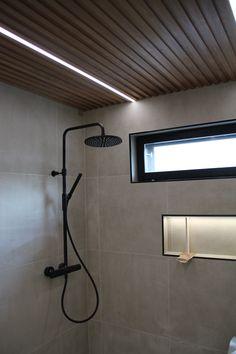 #tapwell #blackshower #mustasuihku #shampoteline #bathroomlighting #lednauha #bathroomdesign