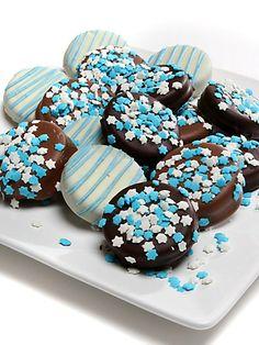 Chocolate Covered Company - Hanukkah-Themed Oreo Cookies great to bring to a hanukkah party Hannukah Cookies, Fun Cookies, Oreo Cookies, Holiday Cookies, Holiday Treats, Jewish Cookies, Gourmet Cookies, Winter Treats, Hanukkah Food