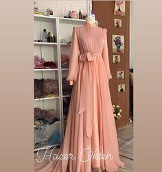Stylish Dresses For Girls, Stylish Dress Designs, Elegant Dresses, Beautiful Dresses, Hijab Evening Dress, Hijab Dress Party, Evening Dresses, Mode Abaya, Mode Hijab