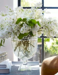 White lilacs in vase by Ralph Lauren via Veranda magazine on Facebook