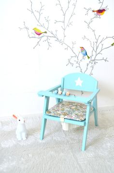 Chaise enfant , chaise-pot, vintage, relookée ,bleu/vert céladon , assise Liberty Thorpe vert enduit , child chair Réservée de la boutique atelierdelachoisille sur Etsy
