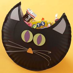 Black Cat Candy Pouch How-To ~ Store all kinds of Halloween candy in this cute cat pouch fashioned from two paper plates embellished with cardstock.