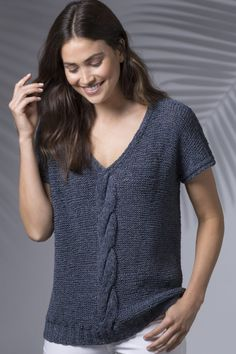This classic cabled V-neck top is sure to become one of your go-to wardrobe staples. It's a hip-length, all-season, on-trend denim top with a flattering fit, knit in SKINNY JEANS. Knit Vest Pattern, Top Pattern, Knitting Patterns Free, Knit Patterns, Summer Knitting, Denim Top, Jeans Skinny, V Neck Tops, Pulls