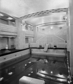 Swimming pool on Cunard Line's RMS QUEEN MARY – during her trans-Atlantic debut in the late 1930s.