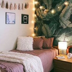 How to Make Your Dorm Less Dreary| Cute Bedroom| Decor| College
