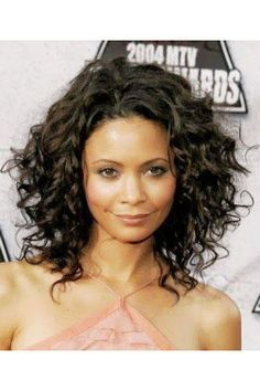Curly Hair is completely different from straight hair. Like short hair styles of any other type, short curly hair styles make a statement. Short Curly Haircuts, Curly Hair Cuts, Curly Hair Styles, Wavy Hair, Curly Lob, Medium Haircuts, Kinky Hair, Layered Haircuts, Oval Face Hairstyles