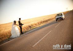 El amor lo puede todo. Y para casarse puedes hacerlo hasta llegando en autostop a la Iglesia. Pero si prefieres que todo salga como lo has soñado, Nuez te ayuda. http://www.mibodaesunreto.com/nuez
