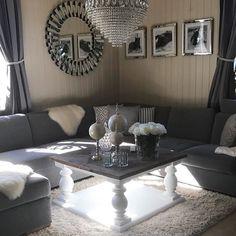 #Repost @renatep92 God formiddag Fornøyd med bordet jeg fikk i går fra @classicliving #livingroom #livingroominspo #myhome #silver #interior #interior123 #interiorinspo #interior9508 #interiordecor #interiørtips #interiørdilla #interiør123 #interiør #interiordesign #mitthjem #stue #stueinspirasjon #sølv #classicliving
