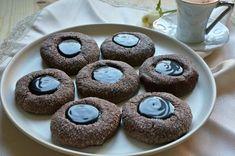 Çay saatlerinin vazgeçilmezi olucak, ışıl ışıl görüntüsü, ağızda dağılan kıvamı ve çikolata dolgusuyla yemelere doyamayacağınız parıltılı kurabiye tarifi.