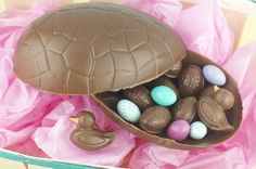How to make your own Easter chocolates Easter Chocolate, Best Chocolate, How To Make Chocolate, Chocolate Making, Sugar Free Desserts, No Cook Desserts, Happy Easter Everyone, Food Wallpaper, Recipe For 4